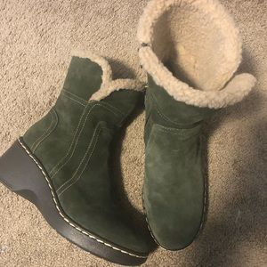 Barely worn olive suede fur lined Aerosoles boots